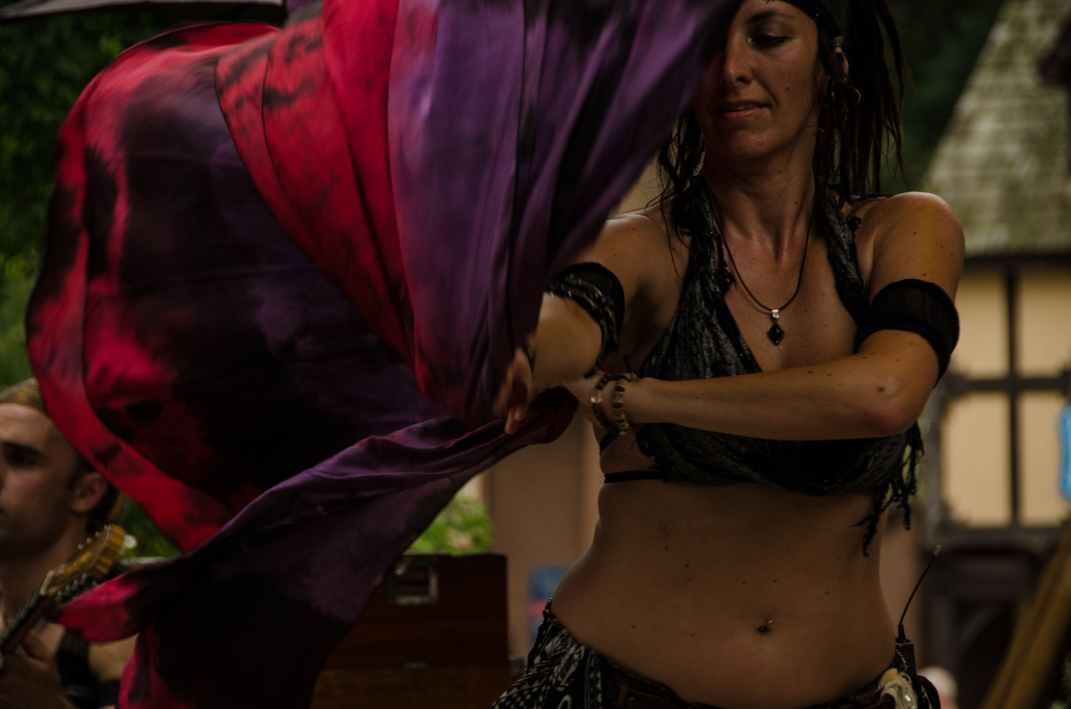 Wine and Alchemy dancer on the Market Stage, Maryland Renaissance Festival