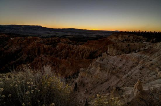 Sunrise begins, from Bryce Point of the Bryce Canyon National Park