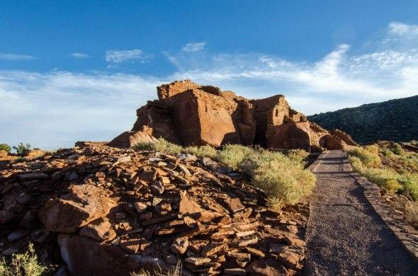 Walking to Wukoki Pueblo, Wupatki National Monument
